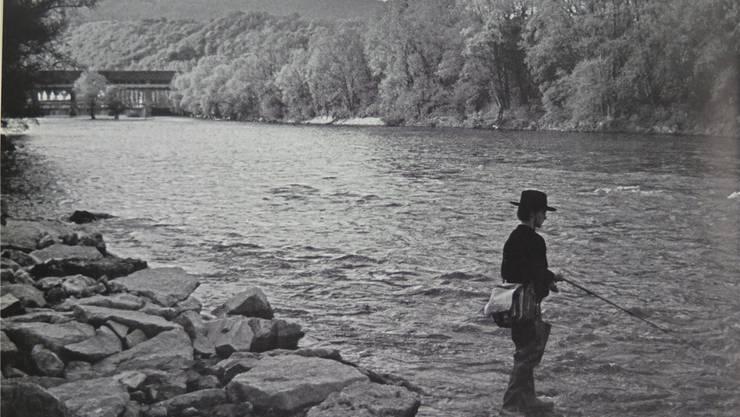 Fischer in der alten Aare unterhalb des Stauwehrs Winznau.