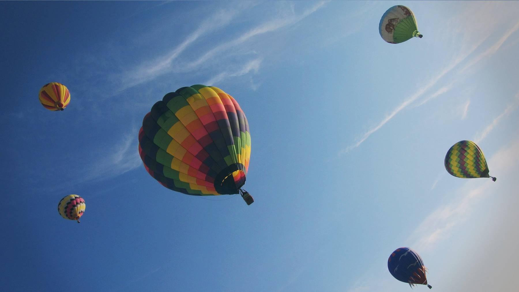 Der Himmel über Widnau ist am Wochenende voller farbiger Ballone.