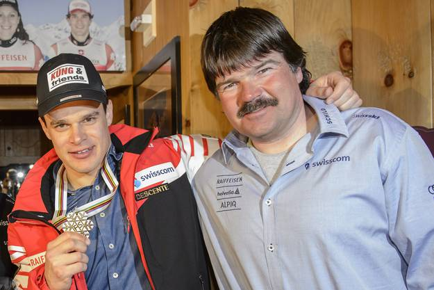 Patrick Küng (l.) mit Thomas Stauffer, Headcoach des Swiss-Ski-Männerteams.