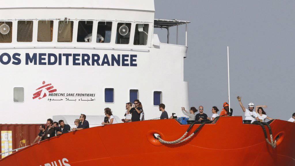 58 Migranten an Bord eines Flüchtlingsschiffs befinden, sollen am Sonntag in Malta an Land gehen können. (Archivbild)