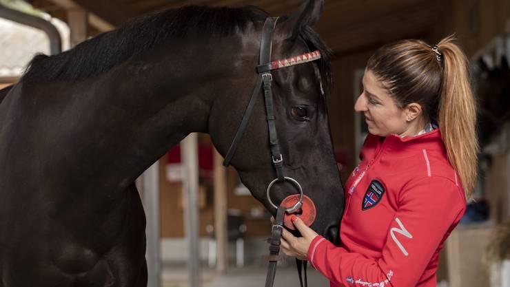 Karin Zwahlen hat schon über 63 Pferderennen gewonnen. Von Kritik am Pferdesport hält sie wenig: «Für mich steht das Wohlergehen der Tiere immer an erster Stelle.»