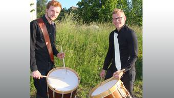 Loris Erdin und Aaron Wullschleger sind zwei leidenschaftliche Tambouren.