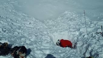 Im Gebiet Lauchernalp im Wallis ist am Samstag ein Tourengänger von einer Lawine verschüttet und schwer verletzt worden.