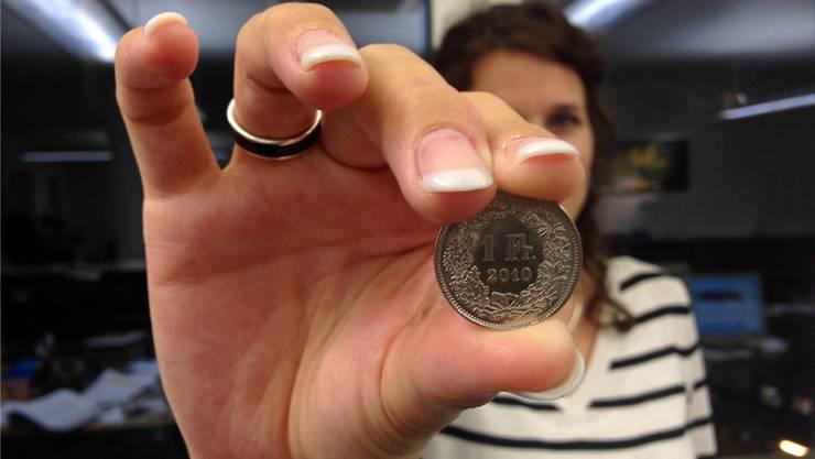 Einen Franken muss zukünftig bezahlen, wer im Baselbiet eine Fahrzeughalterauskunft verlangt.