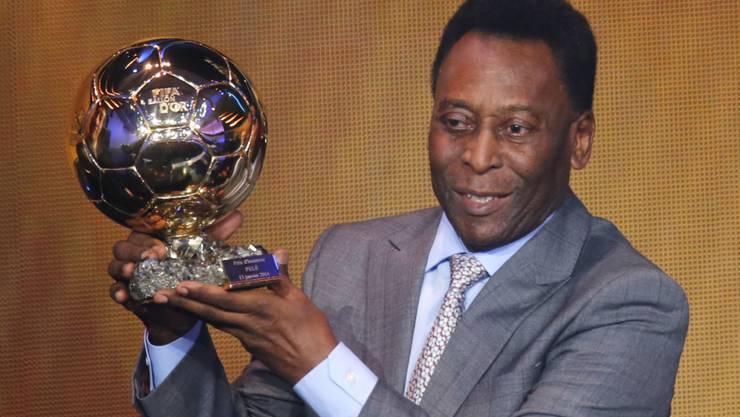 Der heute 75 Jahre alt werdende Brasilianer Pelé erhielt im Januar 2014 von der FIFA ehrenhalber einen Ballon d'Or.
