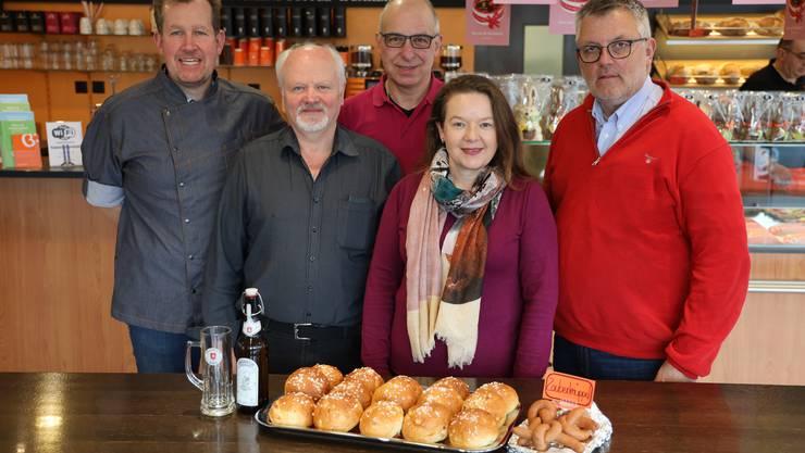 Von links: Jürg Jaeggi (Back Caffee), Toni Lötscher (Brauerei Granicum), Roland Guex (Metzgerei Guex), Ursula Reinhardt (Baloise Bank Soba), Eric von Schulthess (OK Präsident Swiss Magic).