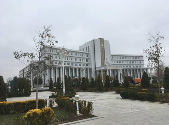 Monumentale Grossbauten gehören zum Stadtbild Aschgabats.
