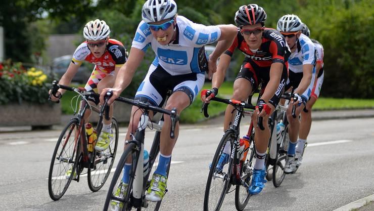 Die EKZ-Taktik ging perfekt auf: Vorne zermürbte Lukas Müller mit seinen Angriffen die Gegner, Lukas Spengler vom BMC-Team musste immer wieder die Löcher stopfen, während sich dahinter der spätere Sieger Fabian Lienhard für den Endspurt schonte.
