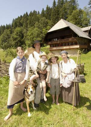 Das geplante Living-History-Projekt ist nicht das erste. 2004 wurde «Leben wie zu Gotthelfs Zeiten» im Emmental gedreht. Eine Familie zog in den Bauernhof Sahlenweidli.