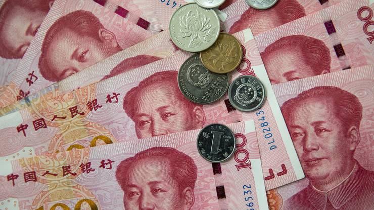 Die chinesische Notenbank wertet die Landeswährung Yuan ab.