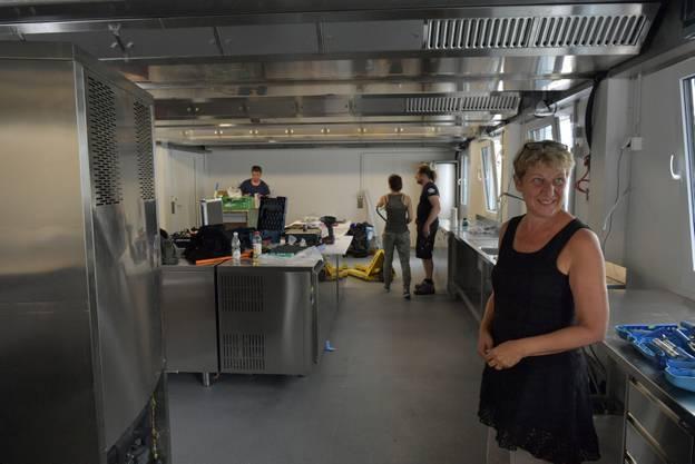 Sonja Leuenberger in der noch absolut provisorischen Küche, einen Tag vor Inbetriebnahme