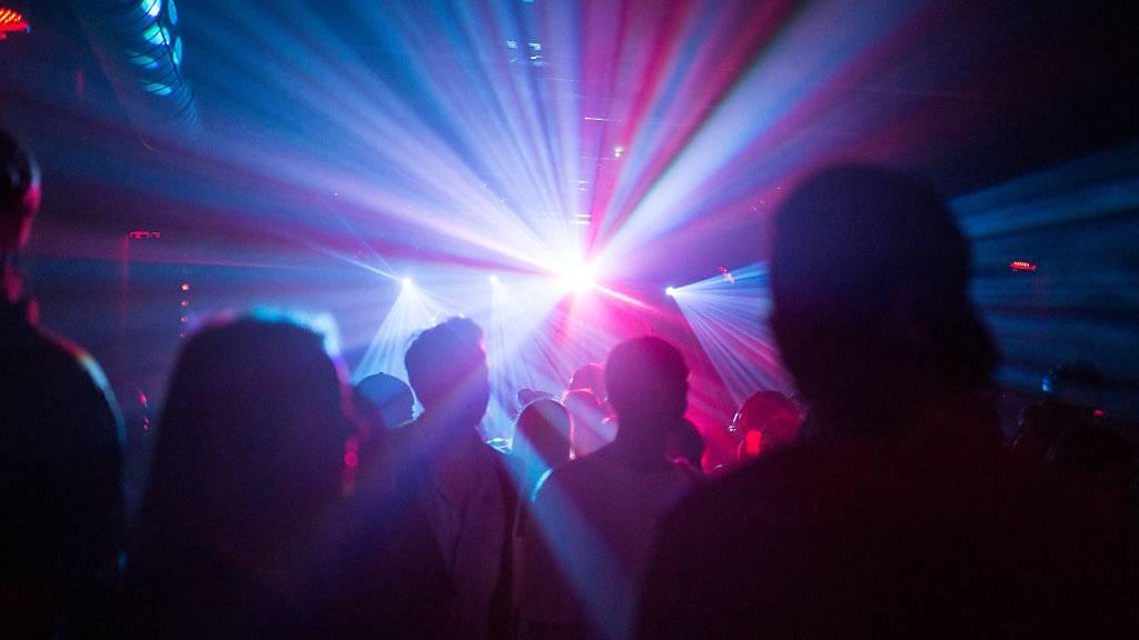 Nachtclubs und Bars können trotz erhöhter Contact-Tracing-Ressourcen im Kanton Luzern vorerst nicht auf Lockerungen der Besuchergrenze hoffen. (Symbolbild)