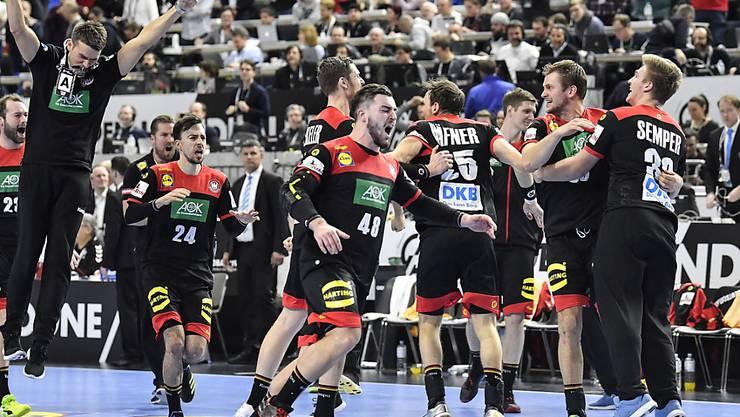 Co-Gastgeber Deutschland erreichte dank einem 22:21 gegen Kroatien vorzeitig die Halbfinals