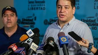 Venezuelas Opposition - im Bild die Parlamentsmitglieder Julio Borges (links) und Luis Florido (rechts) - will nicht weiter mit der Regierung verhandeln. (Archiv)