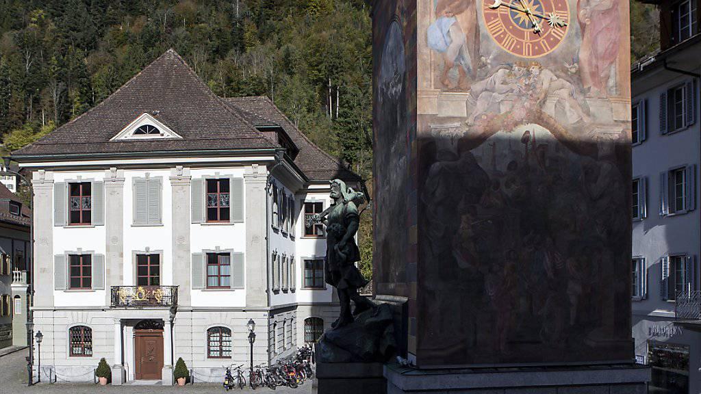 Das Rathaus von Altdorf, in dem im Prozess gegen den Barbetreiber Ignaz Walker der Auftragsmörder eine umstrittene Zeugenaussage machte. Nun wurde er wegen Falschaussage angeklagt. (Archivbild)