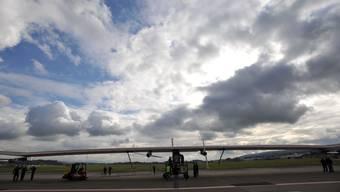 Solarimpuls: Der Sonnen-Energieflieger auf dem Rollfeld des Flughafens Dübendorf.