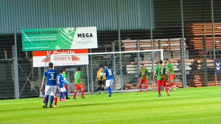 Der Goali vom FC Ferad b hält