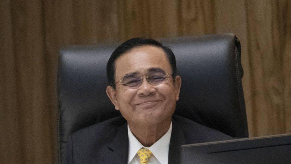 Der thailändische Premier Prayuth Chan-ocha beantwortet Fragen aus dem Parlament.