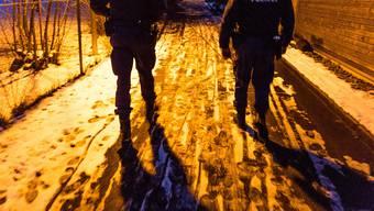 Neben dem «Precobs»-Computersystem setzt die Kantonspolizei Aargau weiter auch auf die traditionelle Patrouille gegen Einbrüche in der Dämmerung. (Archiv)