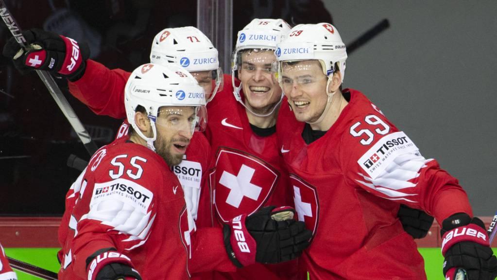 3 seiner 6 Tore schoss der Schweizer Topskorer Gregory Hofmann (2. v. r.) im Powerplay