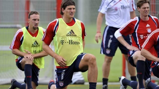 French Franck Ribery hat das Training wieder aufgenommen. In der Mitte Neuling Mario Gomez