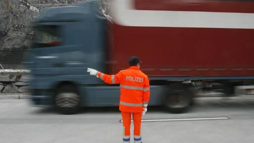 Lastwagenchauffeure tricksten mit Fahrerkarten