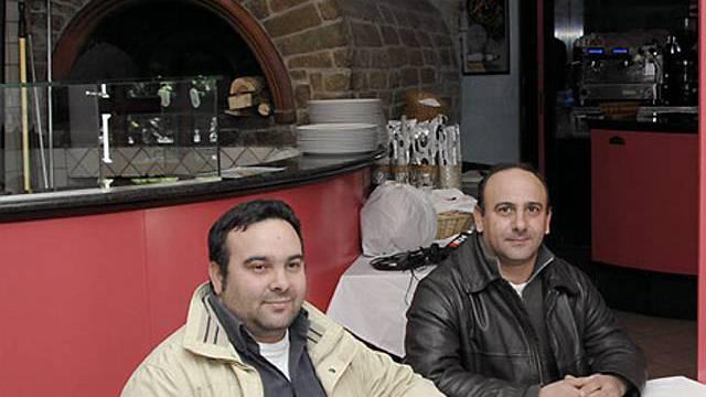 Wirte zeigen Pizzeria im Aosta-Tal