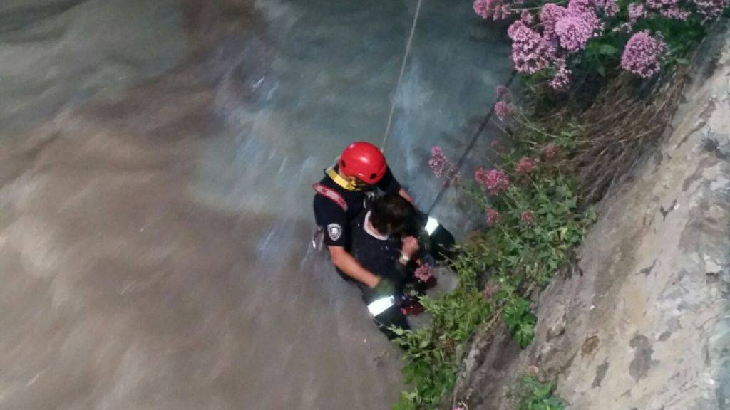 Mit einer provisorischen Seilsicherung und einem Hubretter wurde am Wochenende ein Mann aus dem Bünder Bergfluss Plessur gerettet.