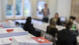 Der Bundesrat hat die Details zum neuen Ausländer- und Integrationsgesetz geregelt. So hat er etwa festgelegt, welche Sprachkenntnisse Ausländerinnen und Ausländer nachweisen müssen, wenn sie eine Niederlassungsbewilligung wollen. (Symbolbild)