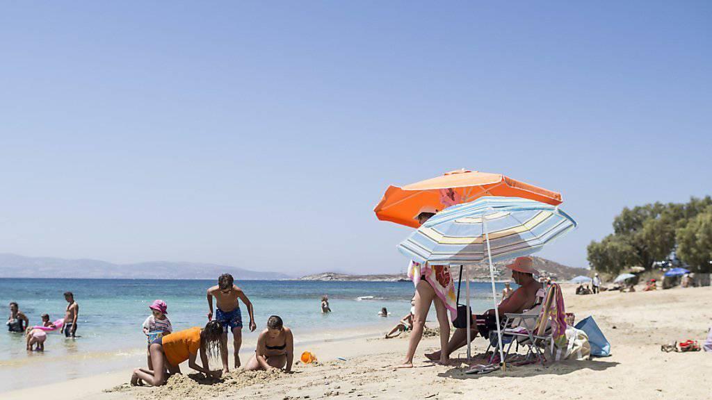 Badetouristen konnten Griechenland im Sommer nicht zu einem Wirtschaftswachstum verhelfen (Archivbild).