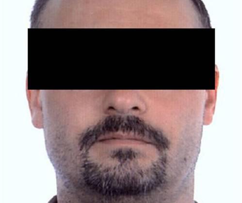 Claude D.: 1998 erschoss er seine Ex-Freundin. Ein Gericht verurteilte ihn 2000 wegen brutalen Mords, Vergewaltigung und Entführung zu zwanzig Jahren Haft. Er erhielt nach zwei Dritteln Haftstrafe eine bedingte Entlassung mit Fussfessel.