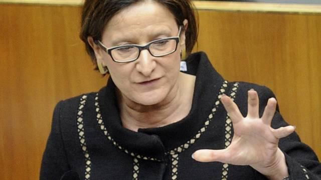 Die österreichische Innenministerin Mikl-Leitner im Parlament