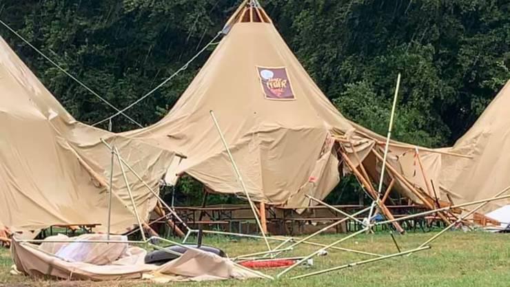 Das Unwetter beschädigte die grossen Zelte.