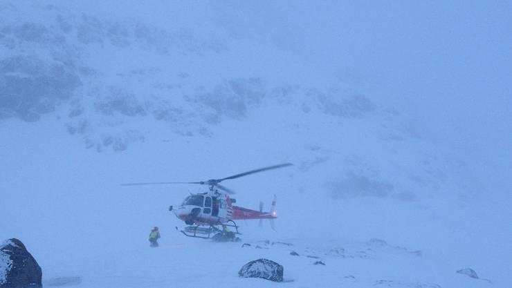 Nach zwei Tagen in eisiger Kälte konnte ein Air-Glaciers-Helikopter die zwei verschwundenen belgischen Berggänger retten.