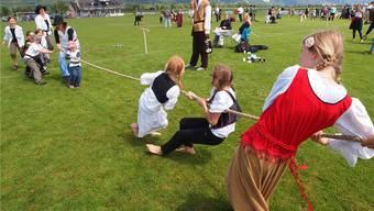 In zahlreichen Disziplinen massen sich über 30 Ritterorden am Mittelalterfest in Kestenholz.