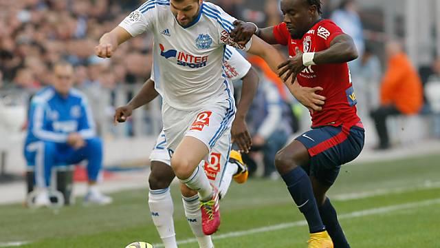 Marseilles Gignac (l.) im Duell mit Lilles Souare