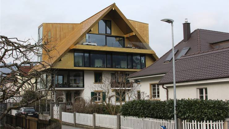 Gestern präsentierte sich die Liegenschaft am Hinterer Steinacker 9 mit dem Goldenen Dacherl so.