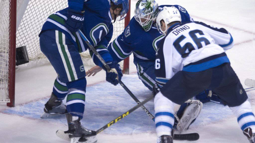 Luca Sbisa (links) schied gegen Winnipeg verletzt aus
