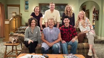 Ein bisschen älter, aber auf derselben Couch: Die Conners aus «Roseanne» sollen die amerikanische Arbeiterfamilie repräsentieren.