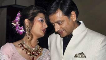 Glamourpaar der indischen High Society: Sunanda und Sashi Tharoor bei ihrer Hochzeit 2010.