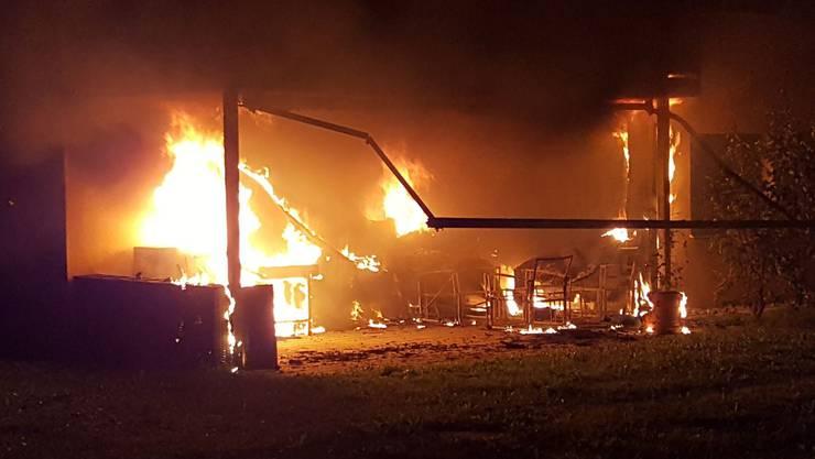 In Gränichen brennt ein Mehrfamilienhaus.