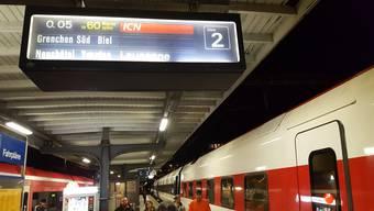 Anzeige am Bahnhof Solothurn. Der Zug hatte schlussendlich über 70 Minuten Verspätung.