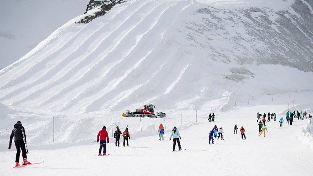 Mit dem erfolgreichen Verkauf der Saison-Skiabos für 222 Franken werden ab dem 1. Dezember im Skigebiet von Saas-Fee viele Wintersportler erwartet.