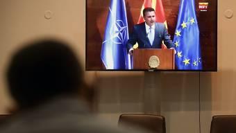Das nordmazedonische Parlament hat Zoran Zaev erneut zum Ministerpräsidenten gewählt. Foto: Boris Grdanoski/AP/dpa