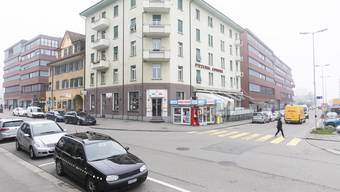 Rechterhand auf der Güterstrasse wird eine Begegnungszone entstehen. Das Parlament will, das sie bei der neuen Fossertstrasse nach dem roten Parkside-Gebäude endet, der Stadtrat wollte ursprünglich eine längere Variante.