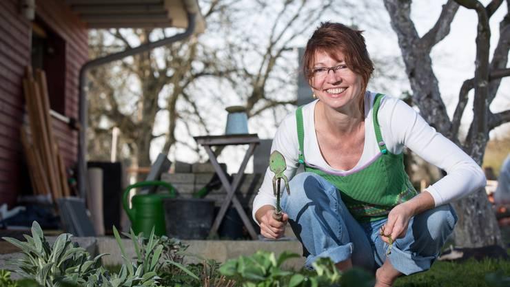 Esther Steimen liebt Gartenarbeit. «Eine Form von Therapie.»