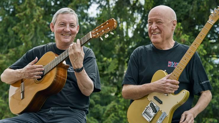 Portrait mit Jürg Moser und Werner Ammann (v.l.). Sie begannen im August 1989 als Gitarrenlehrer an der neuen Musikschule Brugg. Moser ist seit 2008 Leiter der Musikschule Brugg.