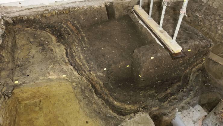 Bronzezeitlichen Gruben kamen bei Umbauarbeiten im Schloss Burgdorf zum Vorschein.