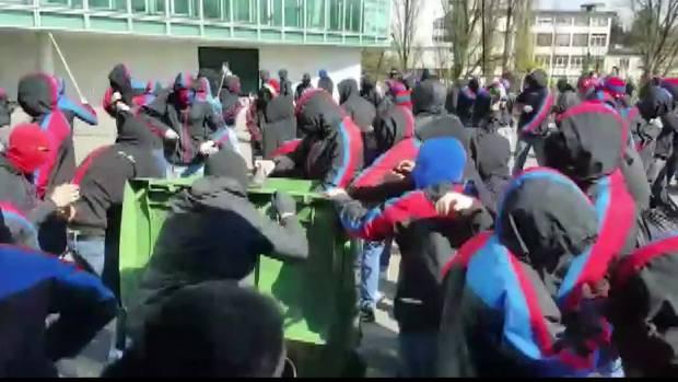 FCB-Chaoten gehen auf Polizisten los