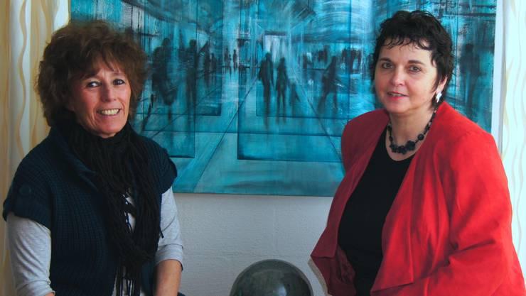 Carmen Kroese (li) und Manuela Eiermann stellen gemeinsam mit Hans-Dieter Ilge (fehlt auf dem Bild) in Laufenburg aus. zvg